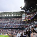 Real Madrid-fans ser deres hold spille mod Borrussia Dortmund på Santiago Bernabéu Stadium.  Foto af Luisao200 (Eget arbejde) [CC-BY-SA-3.0 (http://creativecommons.org/licenses/by-sa/3.0)], via Wikimedia Commons.